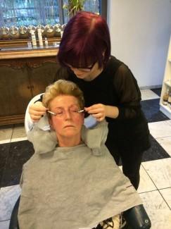 Die Reinigung+ entspannende Gesichtsmassage
